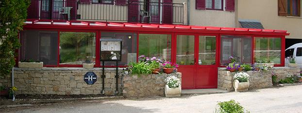 Vue extérieure hôtel restaurant sur le Causse